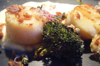 Scallops with onion puree and roasted broccoli